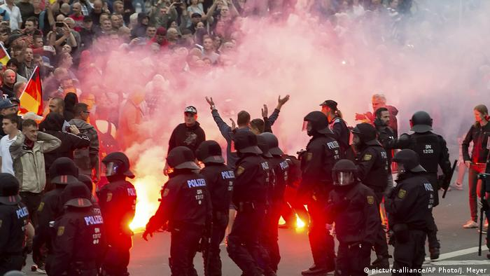 Chemnitz Deutschland Rechtsextremismus Neo-Nazis (picture-alliance/AP Photo/J. Meyer)