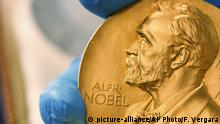 Nobelpreis Medallier (picture-alliance/AP Photo/F. Vergara)