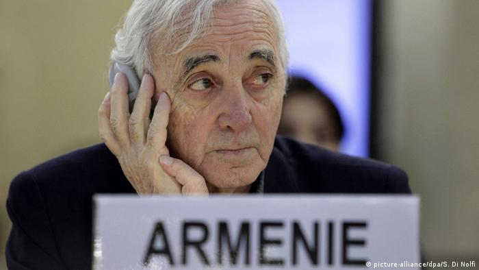 Charles Aznavour (picture-alliance/dpa/S. Di Nolfi)