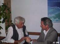 O καθηγητής Σμινκ-Γκουστάβους με τον δημοσιογράφο της DW Γιώργο Παππά