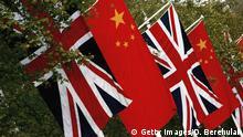 Flaggen von China und Großbritannien