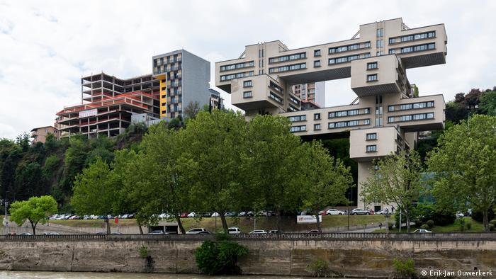 Самое экстравагантное здание в Тбилиси, построенное во времена СССР, - Министерство автомобильных дорог Грузии.