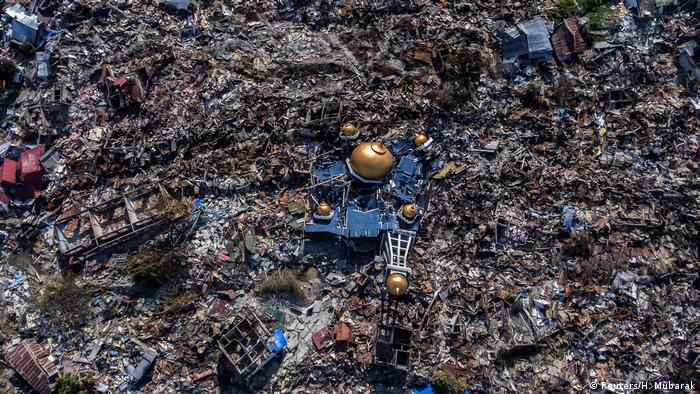 Indonesien Palu Folgen von Erdbeben und Tsunami (Reuters/H. Mubarak)