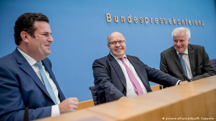 Ministers Seehofer,    Altmaier and Heil (picture-alliance/dpa/M. Kappeler)