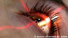 Mikrochirurgie am Auge, Russland (picture-alliance/dpa/V. Ankov)