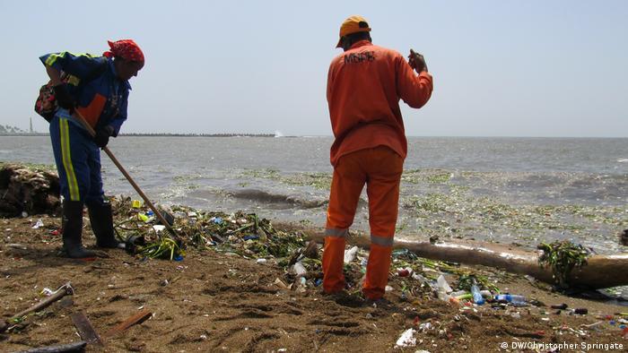 Dominikanische Republik Müllentsorgungssystem soll modernisiert werden (DW/Christopher Springate)