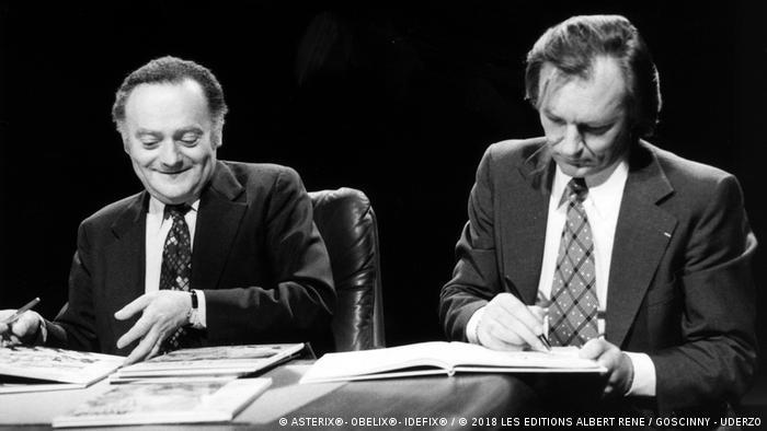 René Goscinny und Albert Uderzo beim Signieren