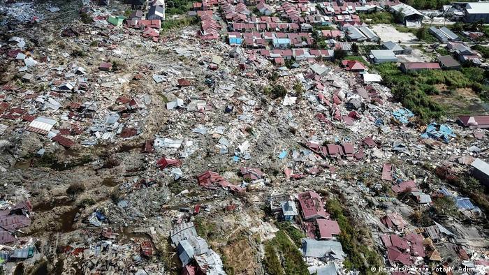 Pequeno vilarejo de Petobo, na ilha de Celebes, na Indonésia, foi completamente destruído pelo terremoto