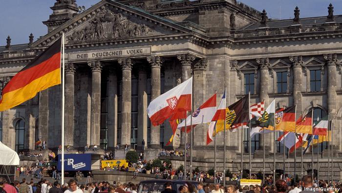 La Puerta de Brandeburgo, el 3.10.1990, día de la Reunificación de Alemania.