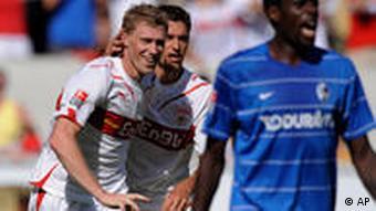 Pogrebnjak (li.) feiert seinen Treffer zum 1:0 für der VfB. (Quelle: AP)