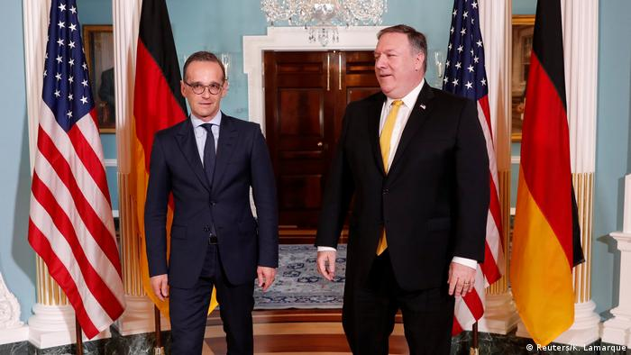 Maas stands next to Pompeo (Reuters/K. Lamarque)