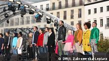 Teilnehmer singen deutsche Verfassung Veranstaltung mit der polnischen Künstlerin Marta Górecka DW, Iwona Zakrzewska-Lepiarz, 3.10.2018