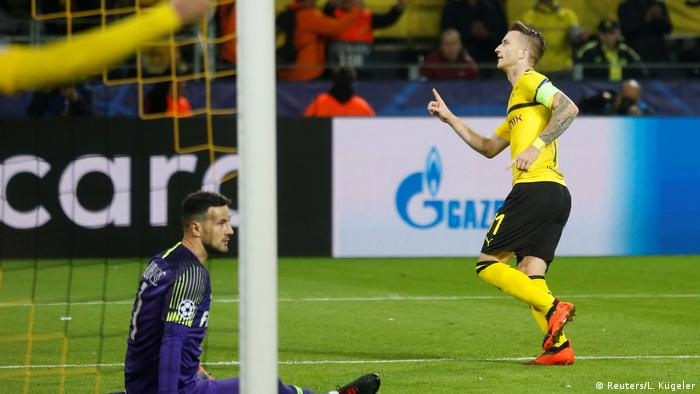 Dortmund captain Marco Reus makes it 3-0 in injury time (Reuters/L. Kügeler)
