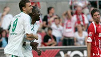 Dzeko jubelt nach dem 1:1 Ausgleich für Wolfsburg. (Foto: dpa)