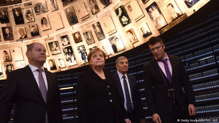 Israel Merkel in Yad Vashem (Getty Images/AFP/D. Hill)