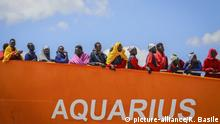 Italien, Salerno: Rettungsschiff Aquarius (picture-alliance/R. Basile)