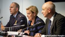 04.10.2018 +++ The Netherlands, The Hague. On the 4th of October 2018, Minister Ank Bijleveld of Defence, General Director of the Military Intelligence and Security Service (MIVD) and a deputy of the British government held a press conference at the Ministry of Defensie. The Dutch intelligence service MIVD has thwarted a cyber attack from the Russian secret Service (GRU). It was an attack on the OPCW in The Hague, the organisation against the spread of chemical weapons. The Netherlands has turned four Russian spies back to Russia. Photo: Laurens van Putten / Hollandse Hoogte PUBLICATIONxINxGERxSUIxAUTxONLY Copyright: xHollandsexHoogtex/xLaurensxvanxPuttenx x82960294x
