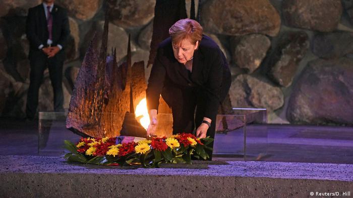 Ангела Меркель возлагает венок в мемориале памяти жертв Холокоста Яд ва-Шем