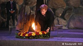 Almanya Başbakanı Merkel, İsrail'de Yahudi Soykırımı'nın 6 milyon kurbanını anmak için dikilen Yad Vaşem Anıtı'nı da ziyaret etti.