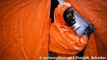 Deutschlan Berlin - Anti-Terror Übung mit Spezialanzug gegen Biochemische Waffen