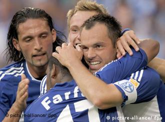 Schalker Spieler jubeln (Foto: dpa)