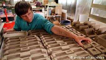 Альтернатива пластику - упаковка з пресованої соломи. Таку біоупаковку виробляють у німецькому місті Людвігслюст