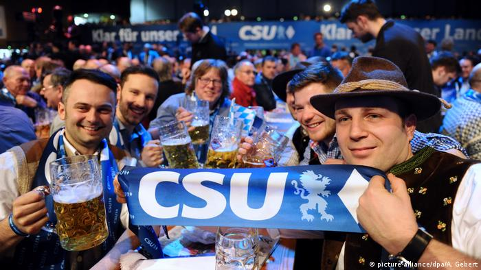 CSU supporters in Bavaria (picture-alliance/dpa/A. Gebert)