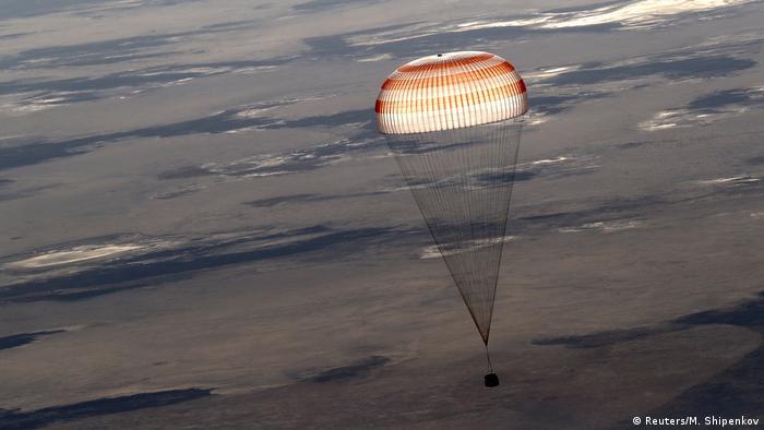 BdTD Kasachstan Drei Raumfahrer sicher auf der Erde gelandet (Reuters/M. Shipenkov)