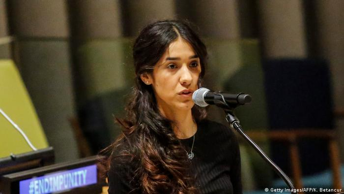 دیگر برندهی نوبل صلح ۲۰۱۸ نادیا مراد، دختر ۲۵ ساله ایزدی شهروند عراق، است. او در اوت سال ۲۰۱۴ به مدت سه ماه در چنگال نیروهای داعش بود و به بردگی جنسی گرفته شده بود. نادیا مراد پس از گریز از چنگ داعش و آمدن به اروپا فعالیت خود را در راه کمک به ایزدیها آغاز کرد. او به عنوان نماینده ایزدیهایی که مورد آزار و ستم داعش قرار گرفتهاند، گزارشی تکاندهنده از رفتار وحشیانه داعش با اسرای خود عرضه کرد.