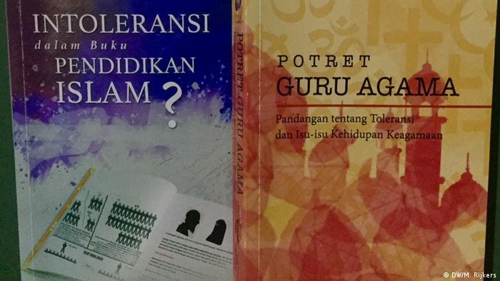 Indonesien, Jakarta: Islamische bücher für Student in Indonesien (DW/M. Rijkers )