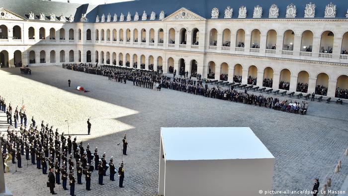 Aznavour recebeu homenagens normalmente dedicadas a heróis nacionais
