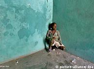 Pobreza extrema en Haití es causa del tráfico de seres humanos. Aquí, un niño en una casa abandonada en el barrio de Martissant, Puerto Príncipe.