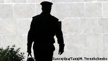 Russland Schatten eines Soldaten in Moskau