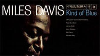 Das Foto zeigt das Plattencover Kind of Blue von Trompeter Miles Davis