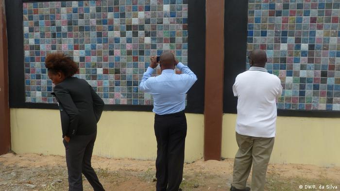 Mosambik Ausstellung Plastikmüll (DW/R. da Silva)