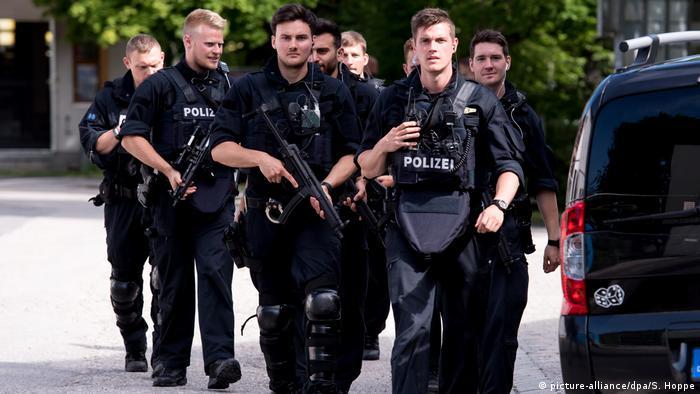 Deutschland München Polizisten