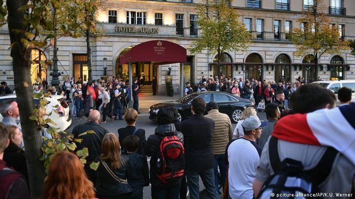 Hochzeit von Soyeon Kim und Gerhard Schröder in Berlin l Hotel Adlon (pciture-alliance/AP/K.U. Werner)