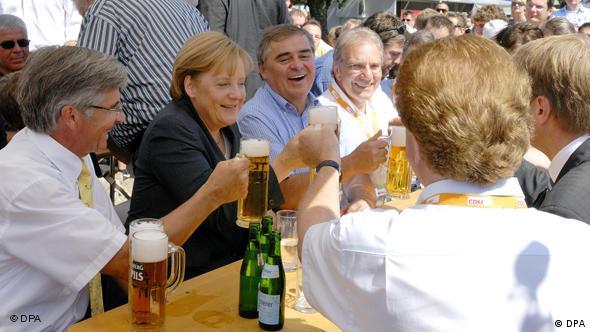 Peter Müller and Angela Merkel having a few beers