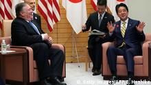 Japan Tokyo US Außenminister Mike Pompeo trifft Shinzo Abe