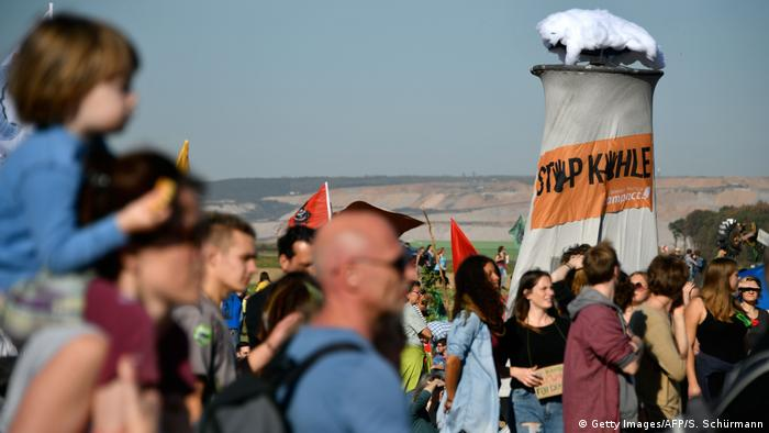 Deutschland Demonstration am Hambacher Forst (Getty Images/AFP/S. Schürmann)