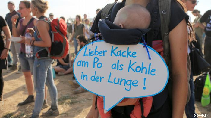 Großdemonstration am Hambacher Forst (DW/D.Ehl)