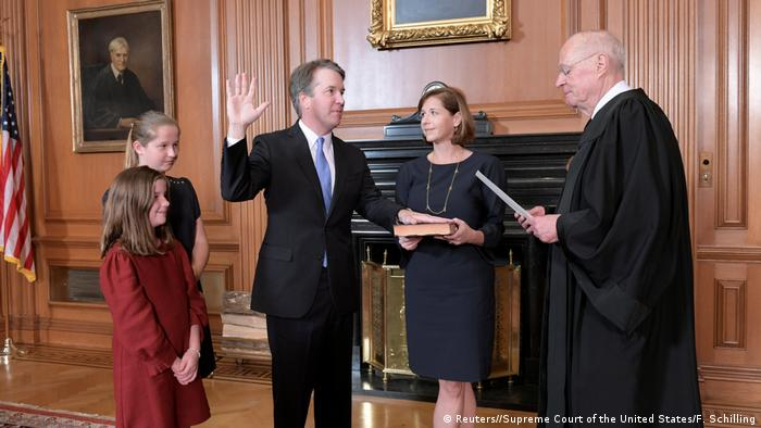 USA Kavanaugh als Richter am obersten US-Gericht vereidigt (Reuters//Supreme Court of the United States/F. Schilling)
