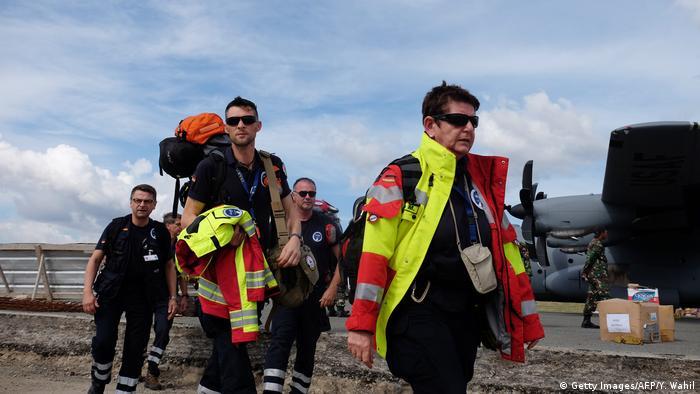 Indonesien medizinische Hilfe aus Deutschland (Getty Images/AFP/Y. Wahil)