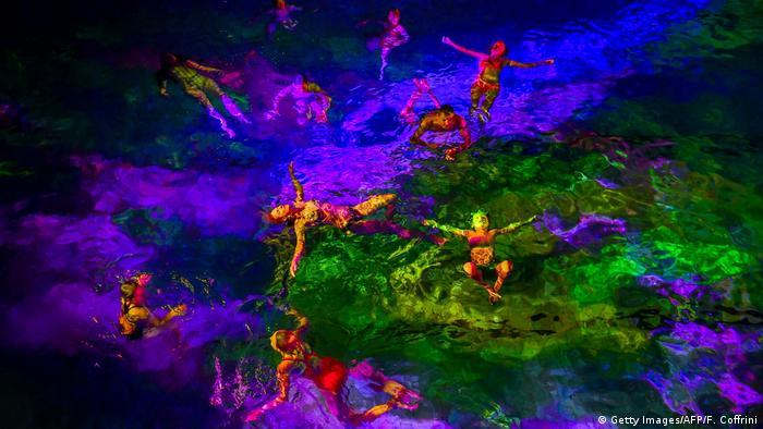 BdTD Schweizer Kunstperformance gegen das Korallensterben (Getty Images/AFP/F. Coffrini)