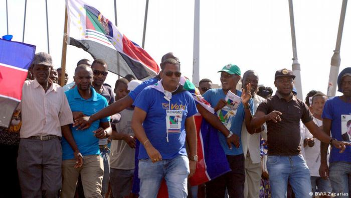 Ricardo Tomás (centro), cabeça de lista da RENAMO, ficou ferido no confronto