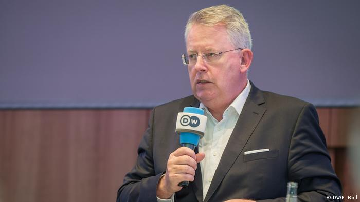 DW Director General Peter Limbourg speaking into a DW microphone