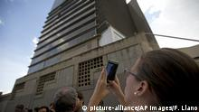 08.10.2018 +++ Manuela Bolivar, a lawmaker and member of the First Justice party, takes photos of the Bolivarian National Security Service (SEBIN) headquarters in Caracas, Venezuela, Monday, Oct. 8, 2018. Venezuela's Attorney General Tarek William Saab said Monday that councilman Fernando Alberto Alban Salazar, who was arrested on suspicion of involvement in a failed assassination attempt on President Nicolas Maduro, has died of suicide while jailed at SEBIN. (AP Photo/Fernando Llano) |