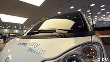 Frontansicht des Elektroautos Smart Fortwo Ed Coupe, aufgenommen am Dienstag (25.11.2008) in Berlin während der Nationalen Strategiekonferenz Elektromobilität. Foto: Soeren Stache dpa/lbn +++(c) dpa - Report+++