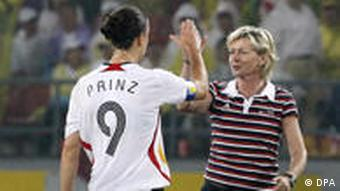 Coach Silvia Neid and player Birgit Prinz