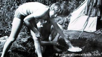 Η Άγκελα Κάσνερ, σήμερα Μέρκελ, το καλοκαίρι του 1973 σε κάμπινγκ του Βρανδεμβούργου